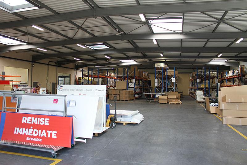 Atelier conditionnement et expéditions, stockage produits finis (1100 m²)